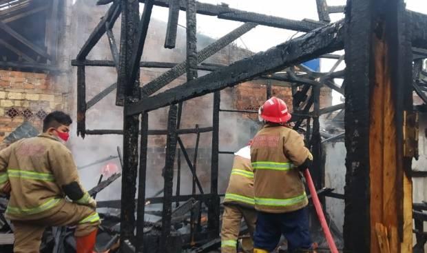 Gara-gara Bakar Sampah Dapur Pesantren dan Atap Rumah Warga Cibeureum Sukabumi Terbakar