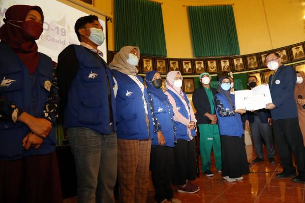 Relawan FK Unair Jadi Ksatria Pemberantas Hoax Vaksinasi di Kepulauan Madura