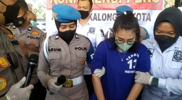 Wanita Cantik Asal Kendal Ditangkap atas Kasus Penggelapan 11 Mobil Mewah