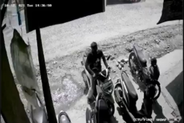 Lupa Cabut Kunci, Motor di Depan Pertokoan Digasak 2 Pemuda