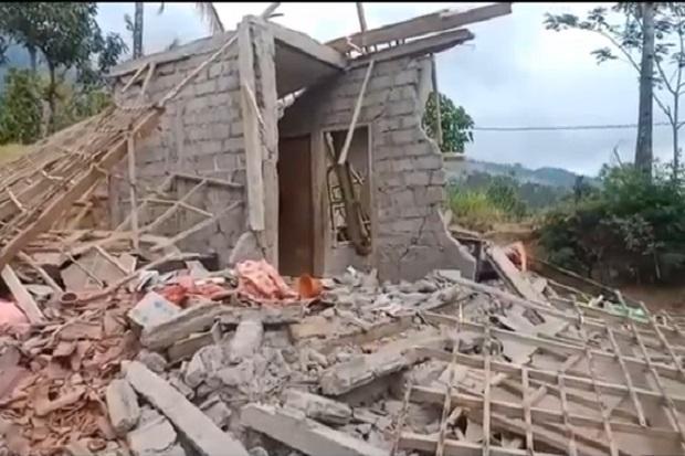 Diguncang Gempa, Puluhan Rumah di Karangasem Hancur