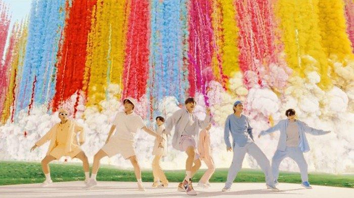 Produser Korea Ungkap Rahasia Sukses Lagu BTS Dynamite