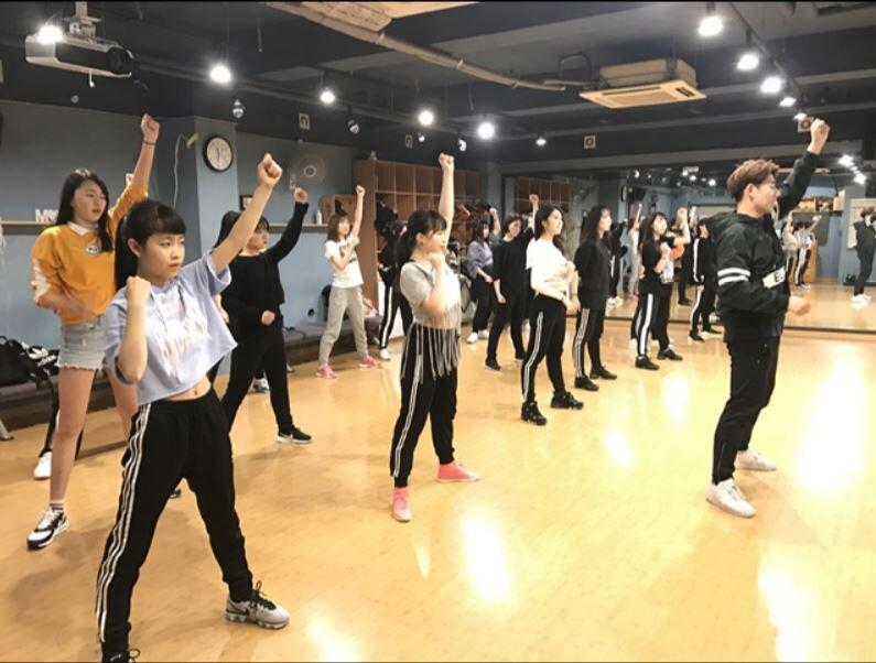 Perubahan Standar Kontrak Trainee Idol dengan Agensi, dari Urusan Pacaran hingga Kesehatan Mental