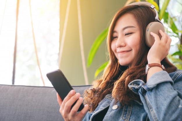 Suka K-Pop? Kamu Bisa Jualan dan Jadi Penyiar Radio Berbayar di Aplikasi Ini