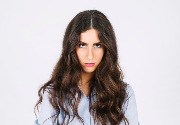 Sudah Curhat Masih Sesak? Kenali Bedanya Emotional Dumping dan Venting